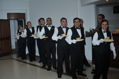 waiters-668405_960_720